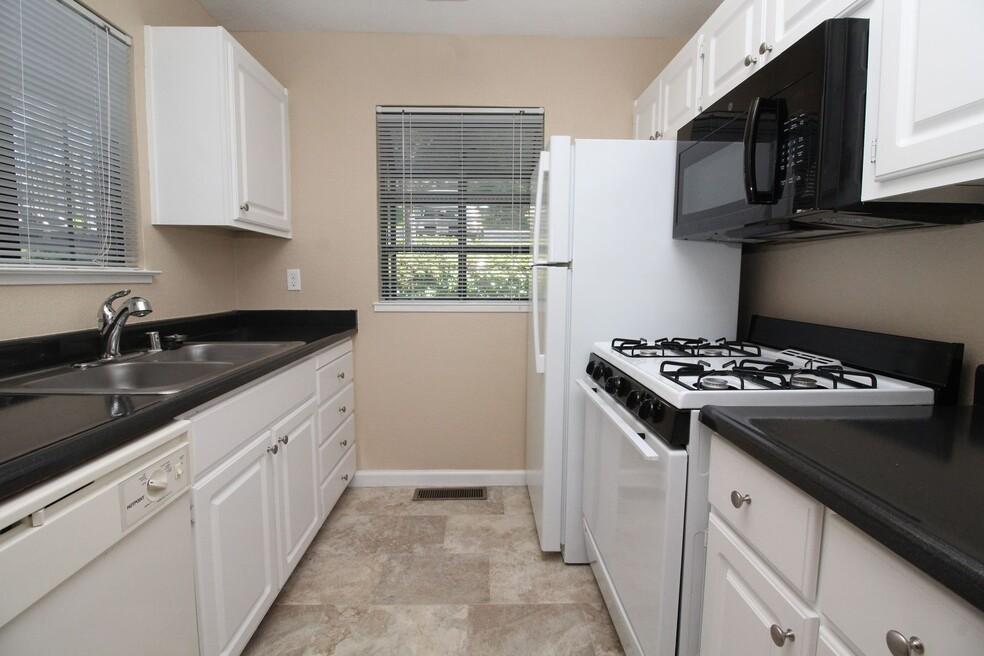 Foothill Terrace Corporate Apartment - Sample Image of Auburn, CA Nurse Housing