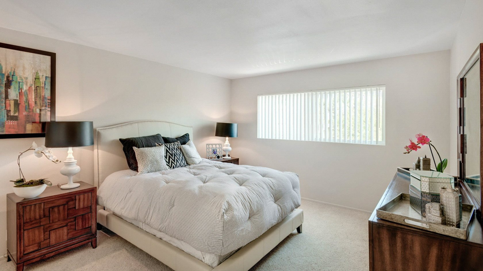 The Henley Short Term Stay-Sample Image of Glendale CA Nurse Apartments